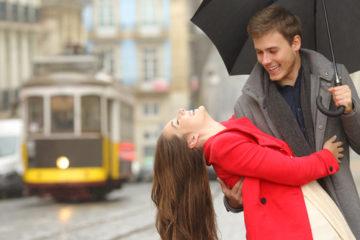 10 tajných znakov podľa ktorých spoznáte, že s vami začal flirtovať