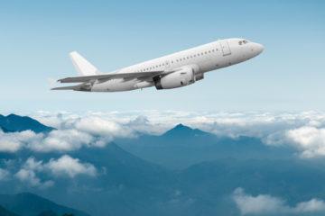 9 tipov, ktoré vám pomôžu prekonať dlhé hodiny v lietadle
