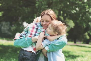 Ako skĺbiť domáce povinnosti so starostlivosťou o deti?