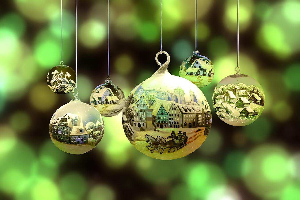 Vianoce vo svete (Zdroj: https://pixabay.com/en/christmas-winter-snow-village-2877139/)
