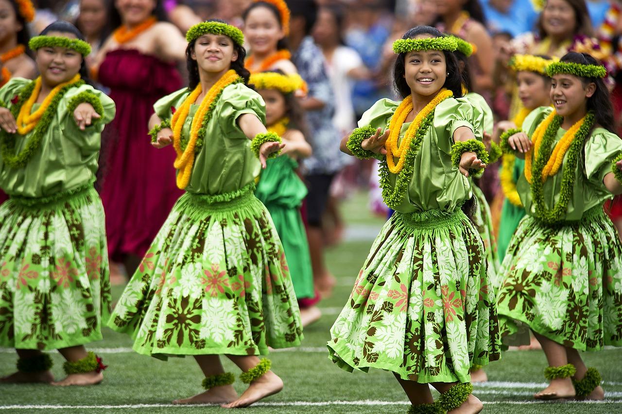 Hawaii (Zdroj: https://pixabay.com/en/hawaiian-hula-dancers-aloha-stadium-377653/)