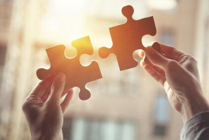 Stavanie puzzle ako aktivita, ktorá bude baviť celú rodinu